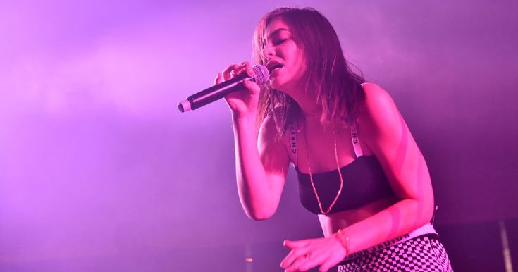 Lorde surprises lucky NYC cashier with free concert tickets