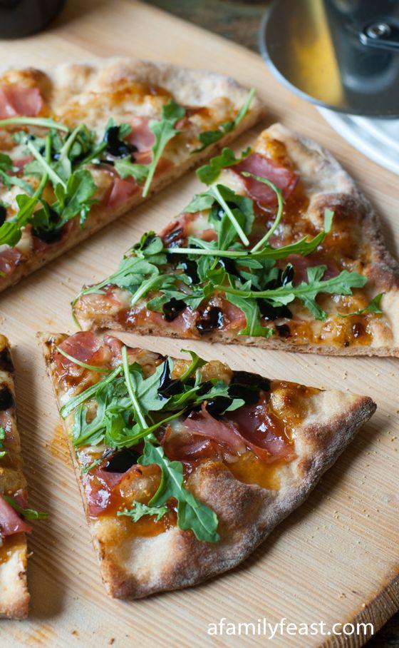 Pizza de jamón, mermelada de higo y rúcula :)