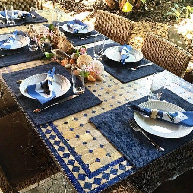 """""""Originalidade no almoço na praia... Uma rede de pesca cobre a mesa mas deixa transparecer o trabalhado do tampo... #regram @marcelonovaespaisagismo.…"""""""