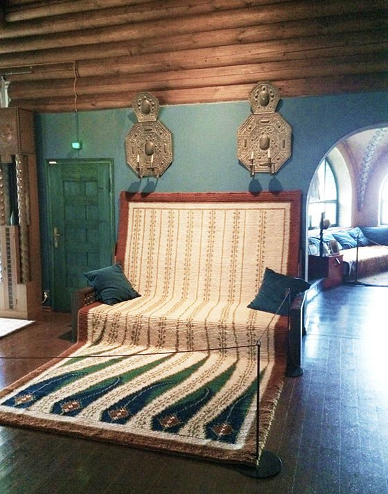 Eliel Saarinen: Hvittrask, 1902. An updated Finnish sofa with woven carpet meant to be draped over the body during the cold Finnish winter nights. Traditionally this carpet would have been a reindeer hide.