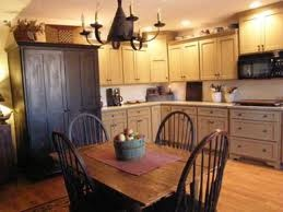 Nice kitchen ideas: Colonial Kitchens, Dreams Kitchens, Primitives Kitchens, Black Cabinets, Primitives Decor, Cabinets Color, Kitchens Ideas, Country Kitchens, Kitchens Cabinets