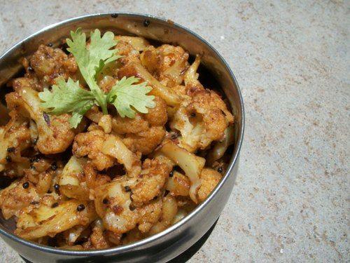 காளிஃபிளவர் பொரியல் / Cauliflower Poriyal / Gobi Poriyal – Curry in a Hurry