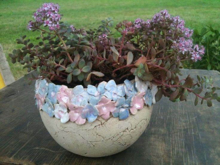 Blumenkranz Keramik Übertopf von Keramik-Biene auf DaWanda.com