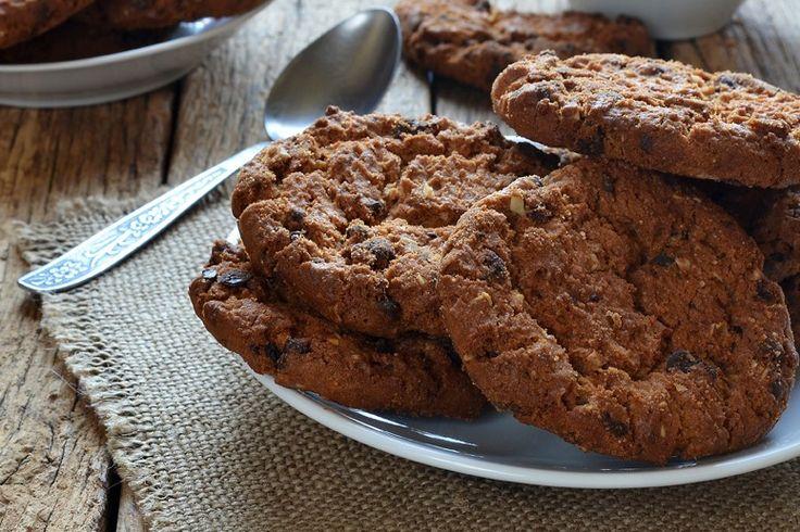 I cookies al cioccolato sono una variante dei classici cookies americani resi ancora più golosi dalla presenza nell'impasto del cioccolato. Ecco la ricetta