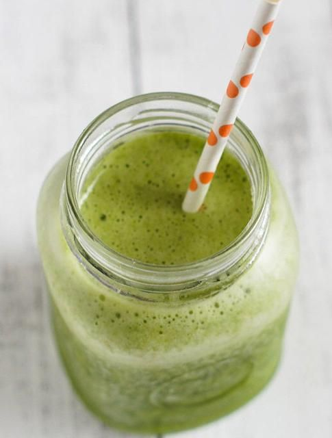 Healthy Pineapple and Baby Spinach Smoothie -- This green smoothie is deceptively sweet thanks to a dose of pineapple juice and an unusual splash of vanilla extract.  Containers available @ www.thecarystore.com