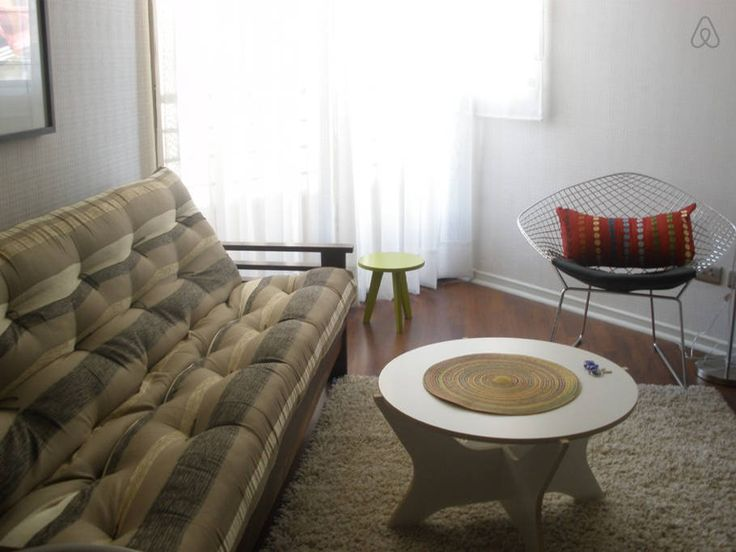 Apartamento en Santiago, Chile. Fine Arts, business, and culinary experience in a central location.   Our apartment is a funky and cool urban place, located in one of the most exclusive patrimonial neighborhood. Cosmopolitan and centrally located.  As an artist  enjoying while g...