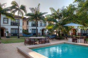 Pool and gardens - Hotel Izulu. Quote  book  http://www.south-african-hotels.com/hotels/hotel-izulu/