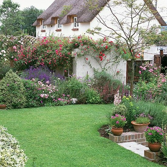 Cottage garden    A tapestry of pastel blues, mauves and pinks, accented by splashes of cerises creates a charming scene.    Roses  Lavender  Clematis  Geranium  Verbascum  Campanula  Foxglove