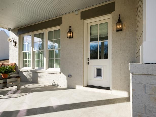 An electronic pet door allows pets to come and go as they please. The door is activated by a sensor attached to the pet's collar.: Smart Home, Hgtv Smart, Doors Allowance, Allowance Pet, Covers Porches, Pet Doors, Pet Collars, Doggies Doors, Covered Porches