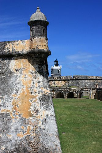 The El Morror or Port San Juan Light was built atop the Castillo San Felipe del Morro (Morror Castle) in 1843, but in 1908, it was replaced by the US military with the current lighthouse.