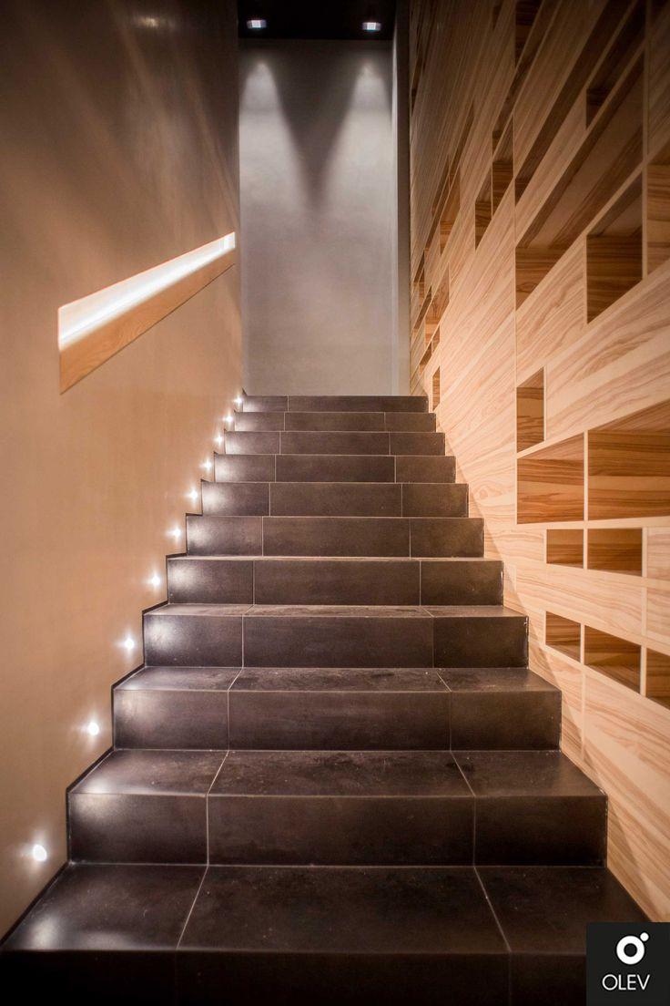Come illuminare le scale nel segno dell'eleganza e del