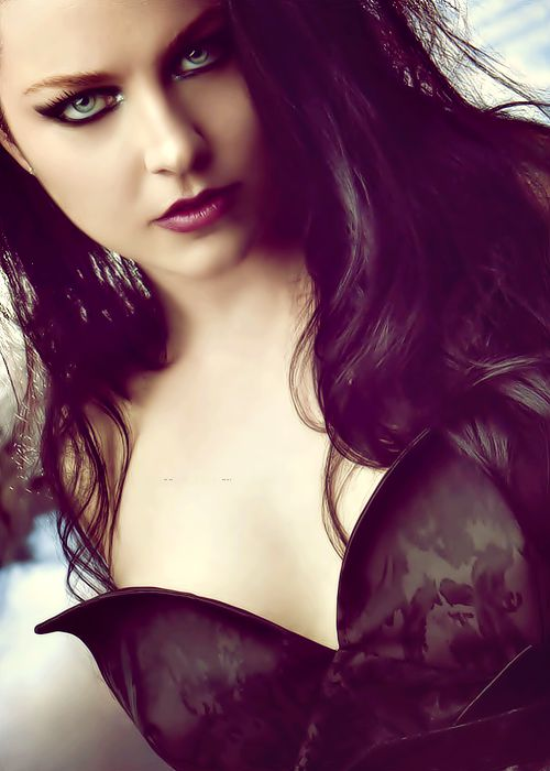 Amy Lee.... Another 'hottie' that ROCKS!!