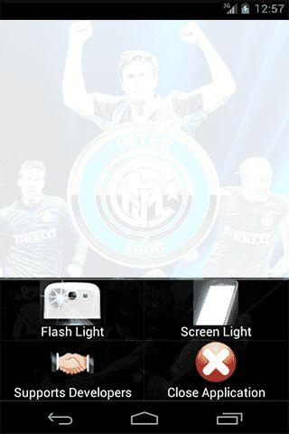 ILLUMINA  l'oscurita con la torcia della tua squadra del cuore!!! F.C. INTERNAZIONALE<br>L'applicazione torcia ideale per gli appassionati di calcio<br>Basta cliccare il logo per attivare il potentissimo flash della tua fotocamera, <br>oppure usare lo schermo come fonte di luce!<p>MIGLIORE app GRATUITA torcia INTER!<p>Caratteristiche:<br>- Illuminazione con flash LED<br>- Illuminazione con lo schermo come fonte di illuminazione<br>-VELOCE, FACILE, LEGGERA <br>-i migliori calciatori ti…