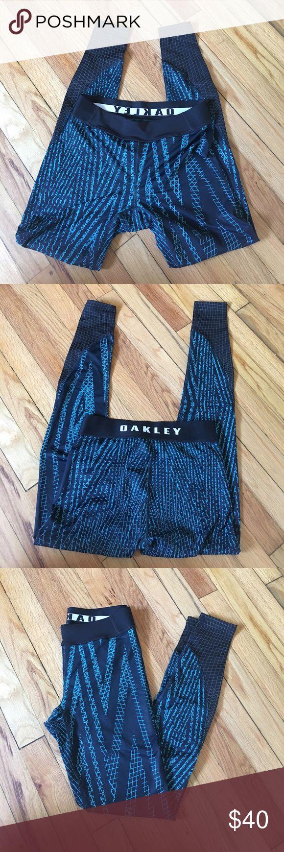 Oakley Women's Training Tights XS Oakley women's training tights. EUC. No signs of wear or tear. No pilling. Super durable spandex. Higher rise. Flat seam waistband. Size is xs Oakley Pants Leggings