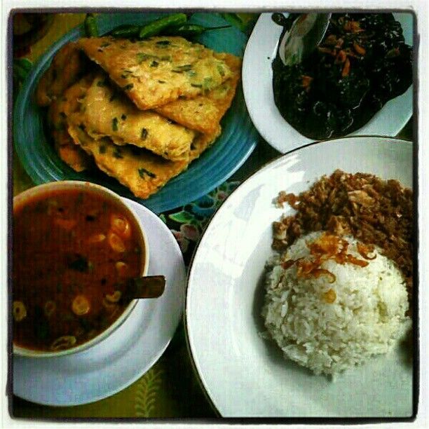 taoto, fried tempeh, megono rice via @nurilhudha