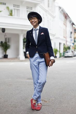 シンガポール Ann Siang Hill, SINGAPORE. Janie Chai, fashion editor. Vintage hat, Q Menswear shirt, Uniqlo x Good Morning Beautiful People blazer, Burberry Prorsum tie, Alfred Dunhill pocket square, Zara pants, Tod's shoes and bracelet, Henson lapel pin, Skagen watch. アジアの街角ファッションスナップ―シンガポール、バンコクなど - WSJ.com