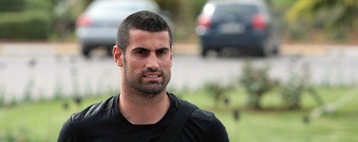 Profesyonel Futbol Takımımızın oyuncularından Volkan Demirel, kenetlenme ve birliktelik içinde oldukların, 3 puanlık sistem ve play-off uygulamasıyla birlikte Galatasaray ile aradaki 9 puanlık farkın çok da önemli olmadığını belirterek, Fenerbahçe'nin şampiyon olacağını söyledi.