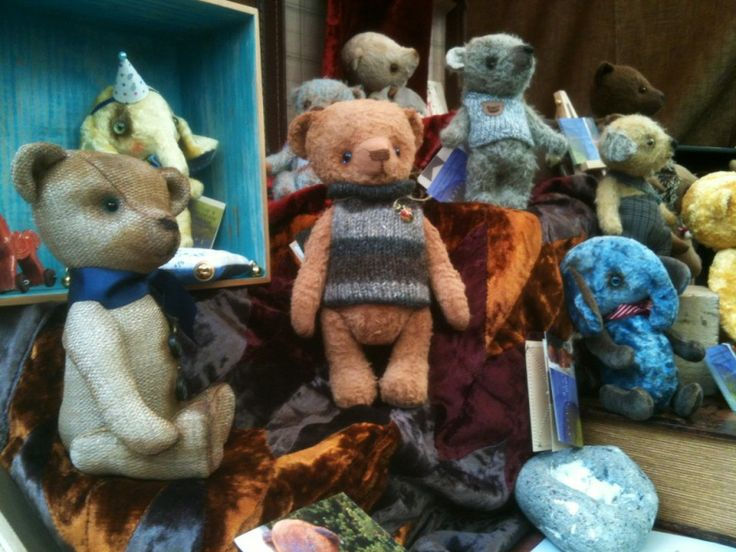 Hand made and very high quality teddy bears by 'Yellow Blue'