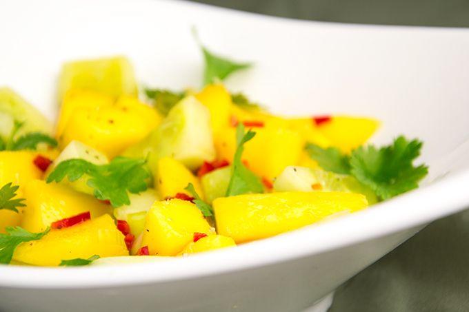 Al lezend kreeg ik wel inspiratie voor deze Gruitbox salade. Heerlijk frisse salsa van mango en pittig door de peper. Lekker bij Aziatische kippenvleugels.