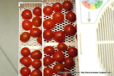 La Piccola Casa: La ricetta Gourmet: tagliolini alla liquirizia con sugo di capesante, gamberi, cozze e pomodori ciliegini secchi