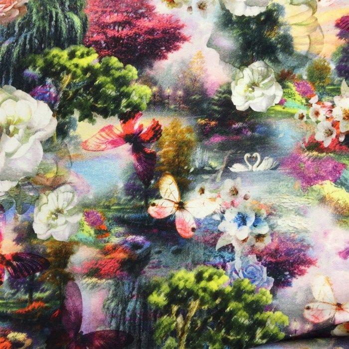 Isoli med smukke blomster og sommerfugle