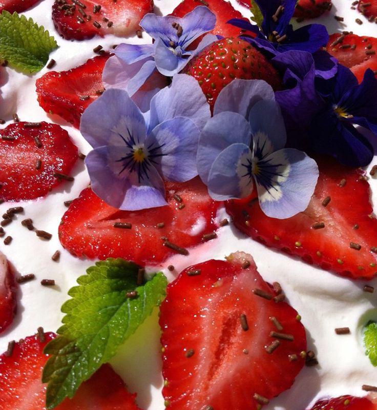 Midsommar utan #jordgubbar är inte midsommar! Eller vad tycker du?