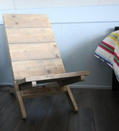 1000 images about meubels van steigerhout on pinterest tablet stand tes and pallet wood - Pallet stoel ...