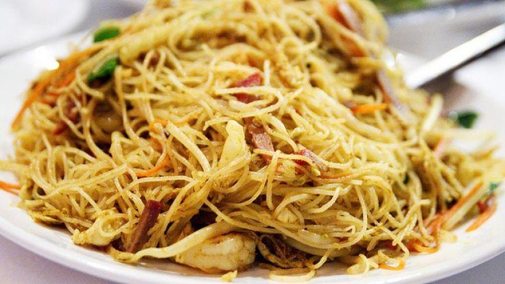Spaghetti di riso con gamberi e verdure ricetta originale cinese, cibo cinese