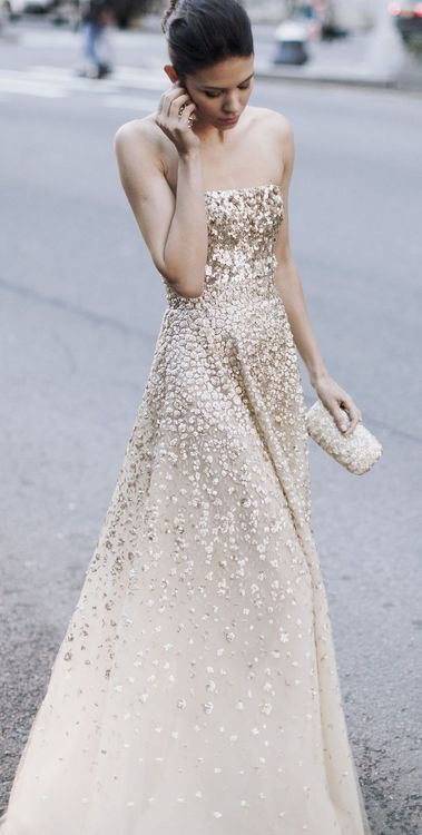 For sparkly bridesmaids! // Oscar de la Renta #bridesmaids #gold #dress