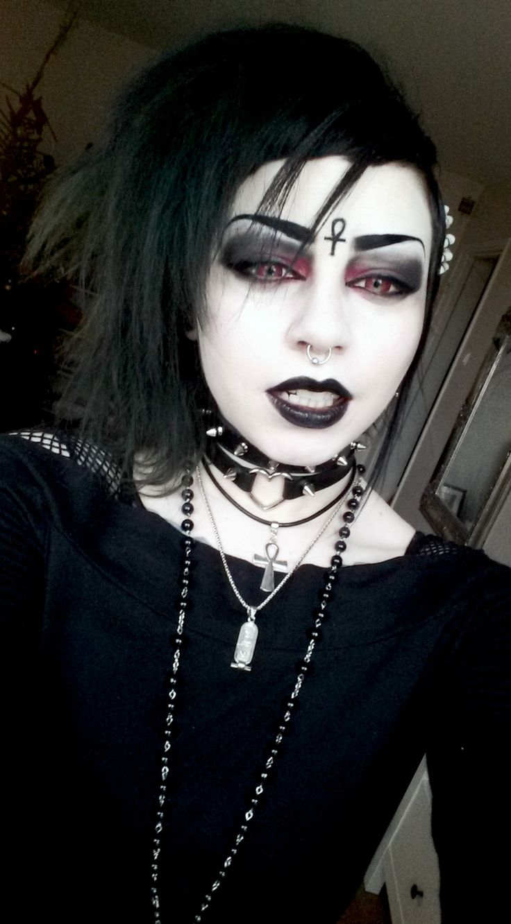 goth girl frame lips - photo #33