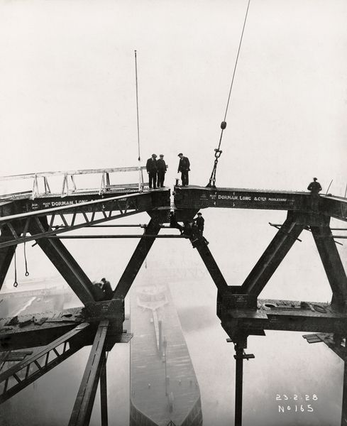 Building the tyne bridge connecting newcastle upon tyne and gateshead. 1920s