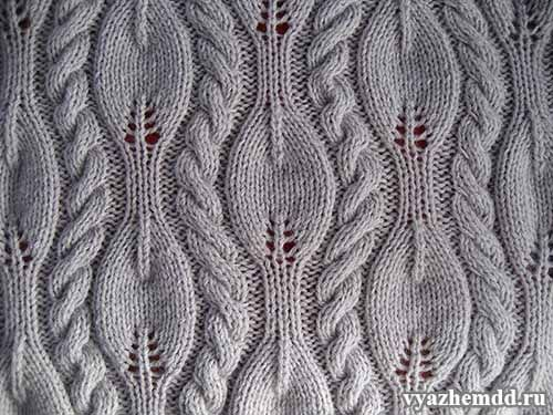 Узор с листочками и жгутами, выполненный спицами, применим для вязания весенне-осеннего пуловера, который явно станет эффектным изделием и подчеркнет Вашу женственность.   На схеме «Узор «Листочки и …