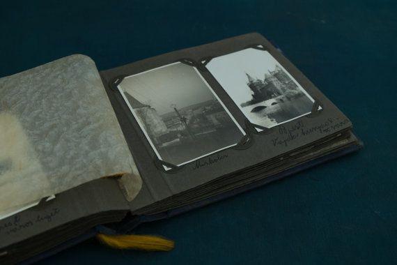 Antique vintage Photo Album with 86 b/w photos. c. di Daedaleum