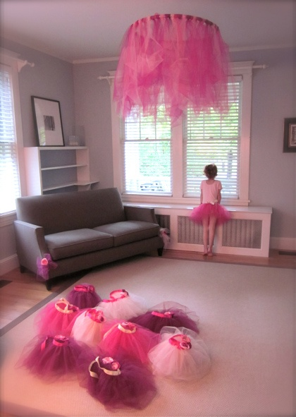 "tulle + hula hoop = tutu ""chandalier"" for birthday parties"