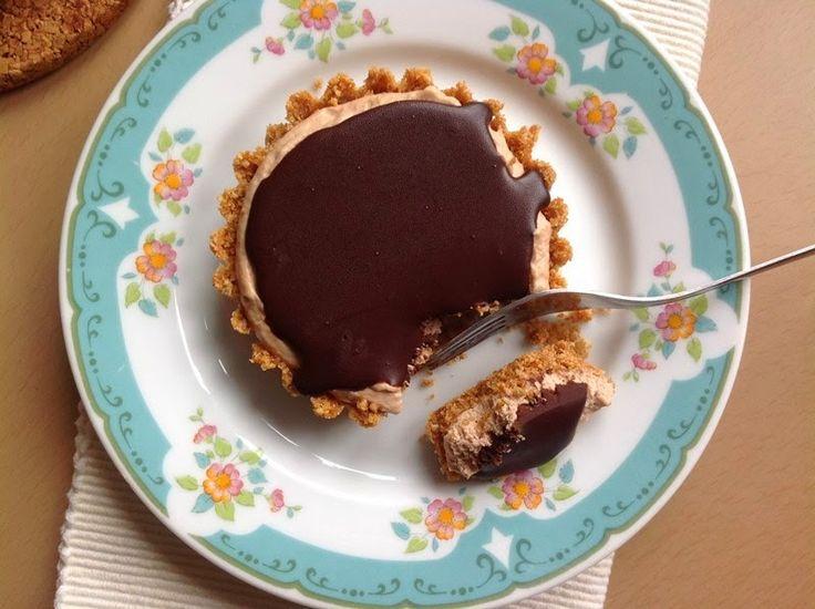 VÍKENDOVÉ PEČENÍ: Nepečené tartaletky s burákovým máslem a čokoládov...