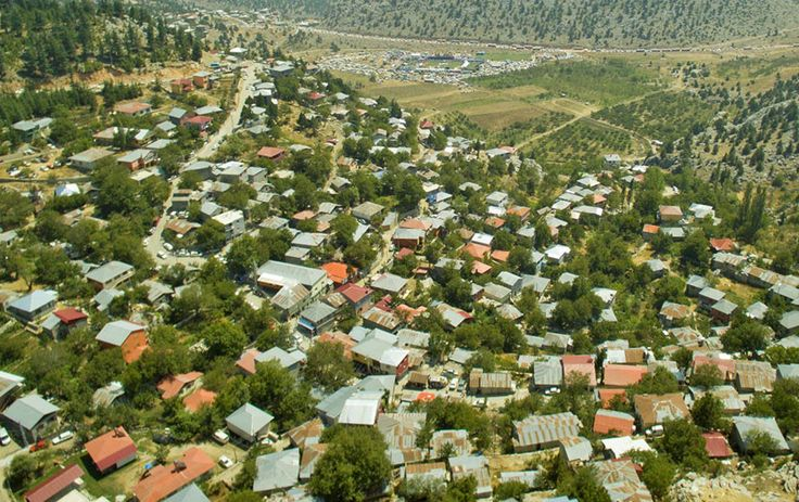 Adana'nın önemli yaylalarından birisi olan Kızıldağ Yaylası, onarılmaya başlayan yayla yolu ve yapılan temizlik çalışmaları ile yayla sezonuna hazır hale getiriliyor.  Kızıldağ Yaylası'nda kış sezonunun etkili geçmesinden dolayı yayla yolunda ve yayla merkezinde oluşan hasarlar Adana Büyükşehir Belediyesi ve Karaisalı Belediyesi ekipleri tarafından giderilerek, sezona hazır hale getiriliyor. Okulların kapanmasıyla birlikte yaylaya göçün artacağı …