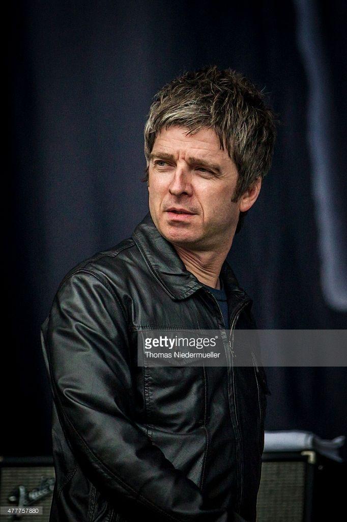 Oasis 1991 - ∞, britpoppunk: Noel in leather!