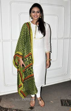 Huma Qureshi was pretty in a white churidar suit with a green printed dupatta at the screening of Dedh Ishqiya. #Style #Bollywood #Fashion #Beauty