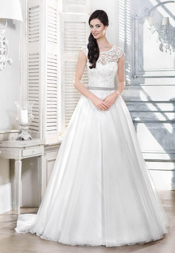 Salon sukien ślubnych Mavi w Otwocku i Garwolinie zaprasza Panie Młode z Warszawy do obejrzenia kolekcji sukien firmy Agnes. Zapraszamy.