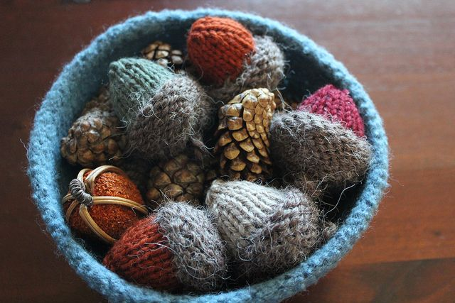 Knitted Acorn Ornaments, free pattern by Carmen Rigby