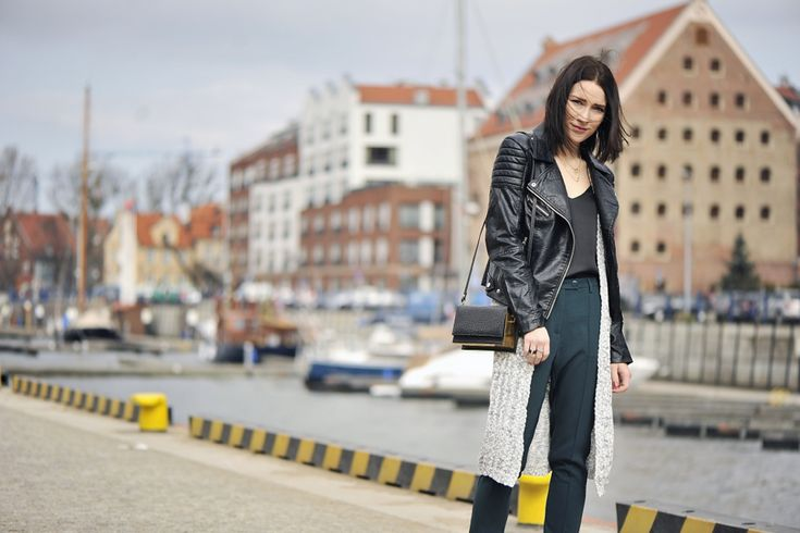długi-sweter-do-krótkiej-kurtki #street #fashion #street #style #long #sweater #grey #sweater #green #pants #box #bag #black #blouse #slip #blouse #outfit