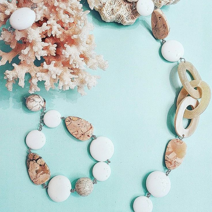 Collana e bracciale in agata bianca satinata e opale africano