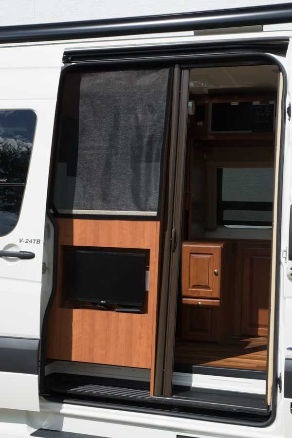 Class B Plus Rv With Twin Beds