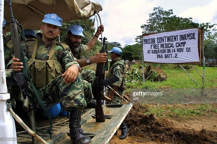 Pakistani United Nations soldiers deploy in Kailahun, eastern Sierra Leone, 14 November 2001 as the National Commission for Disarmement, Demobilization and Reinstatement , started the preparations for the disarmement of the Kailahun district, the stronghold of the Revolutionary United Front . This district is the last to operate disarmement in Sierra Leone. Following the signature of an agreement in May 2001 between the government, the RUF and the UN Mission in Sierra Leone , a disarmement…