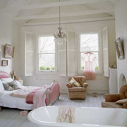 White and pink bedroom with bathtub. Love the shutters. - Retox Pinterest picks, RetoxMagazine.com