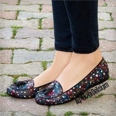 Batzen Siyah Desenli Püsküllü Babet Ayakkabı