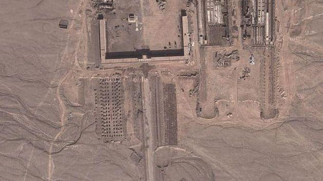 Un analista retirado de la CIA, Allen Thomson, ha descubierto gracias a Google Earth un misterioso complejo de enormes dimensiones en mitad del desierto chino de Taklamakán. No hay ninguna información oficial sobre el carácter de la construcción.