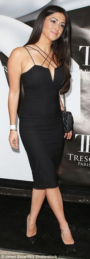 Casey Batchelor shows off her ample cleavage in st…