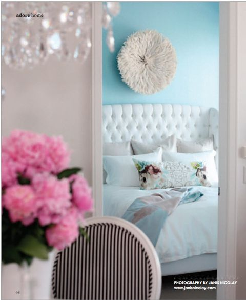 Wall color and white linen