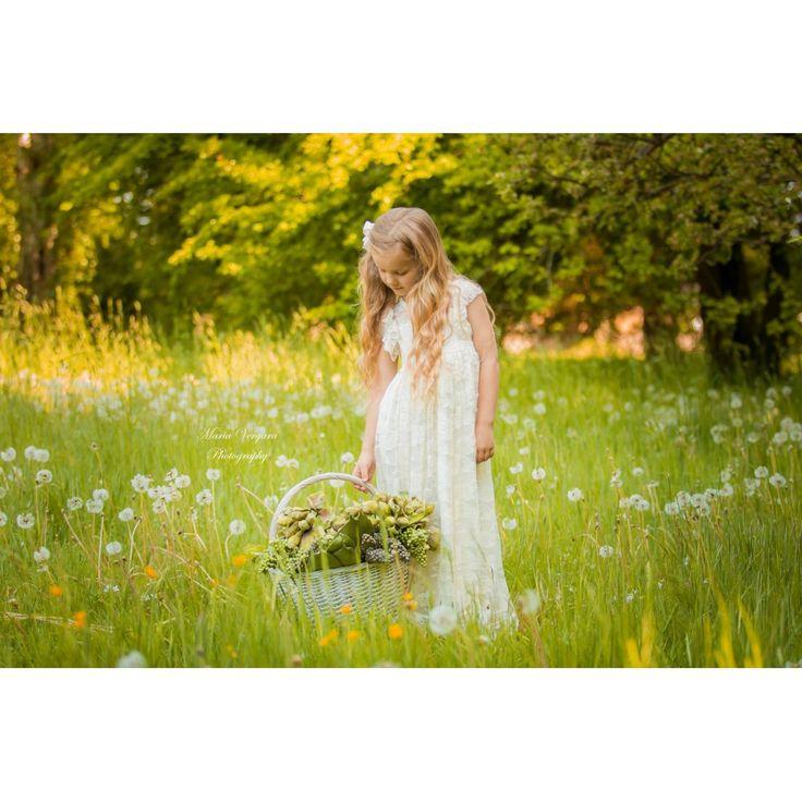 """""""Amalies lace rose"""" Blonde kjole i ivory til piger str. 3 år - 10 år by MargretheDesigns. Den blødeste og smukkeste brudepigekjole."""